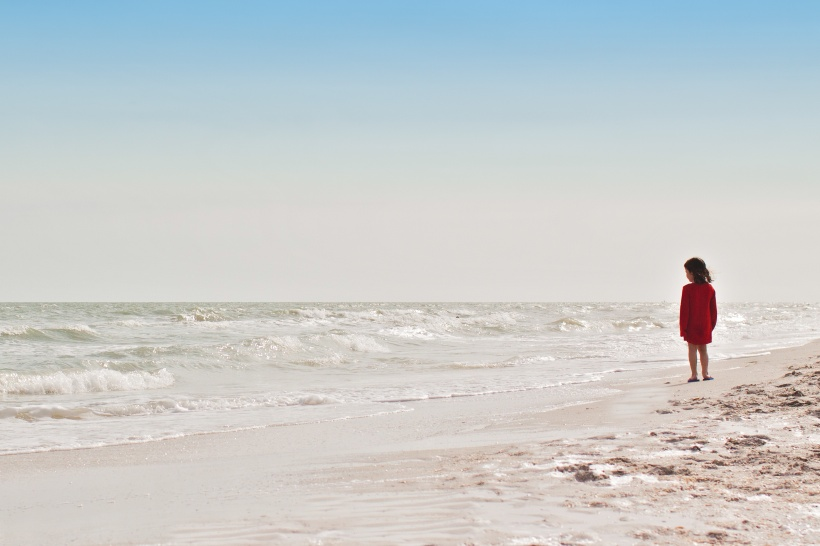 Danielle MacInnes USA child on a beach